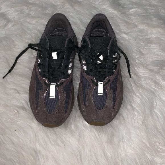 6913b4e70 Yeezy sneakers 700 for women or men